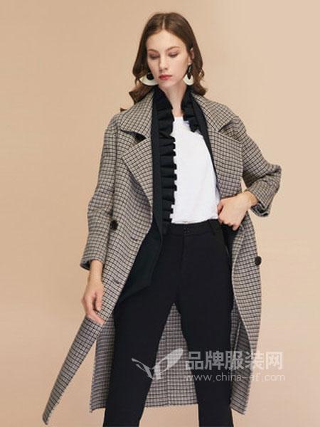 縱橫二千女装品牌2018秋冬大翻领复古格纹羊毛大衣