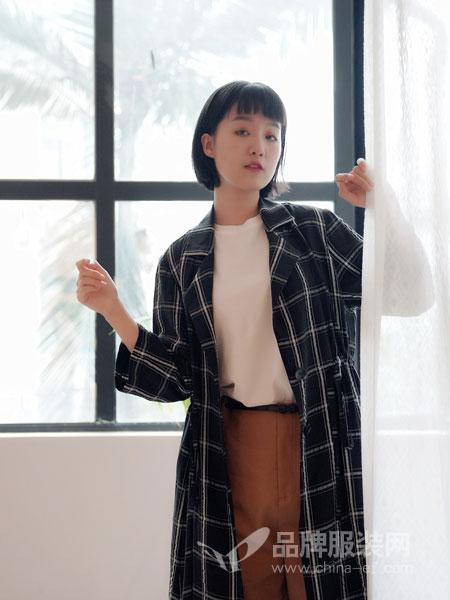 底色澳门永利赌场官网品牌2019春季韩版修身显瘦流行短款上衣