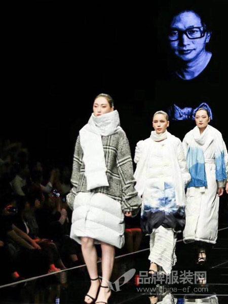 E问女装品牌2018冬季休闲时尚潮流时尚长羽绒服