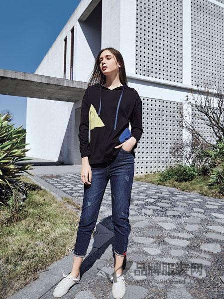 娅铂・周末女装品牌2019春季宽松百搭舒适拼接卫衣