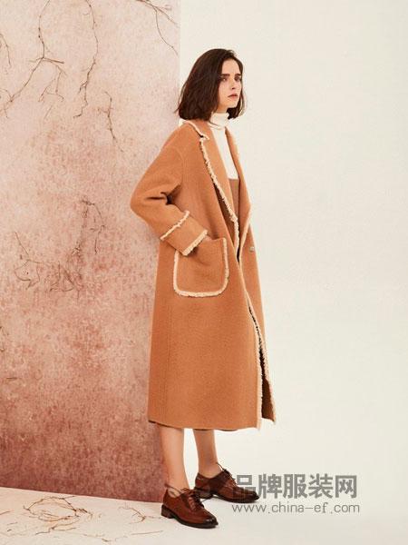 树生活女装品牌2018秋冬新品时尚白色镶边驼色双排扣长款大衣