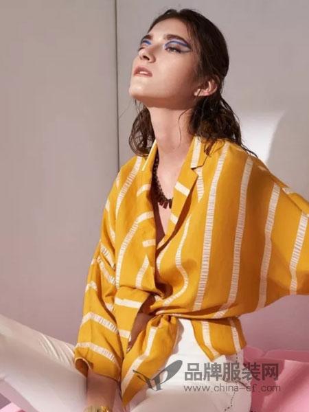 主章女装品牌2019春季休闲V领印花上衣七分袖薄款衬衫
