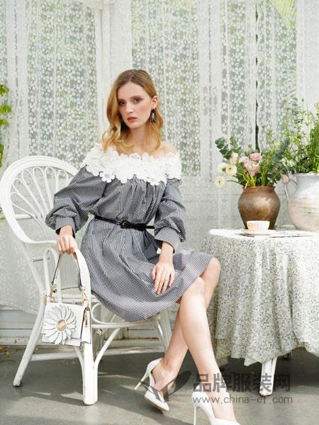珈姿·莱尔女装品牌2019春季韩版漏锁骨圆领衬衫大码显瘦洋气短袖