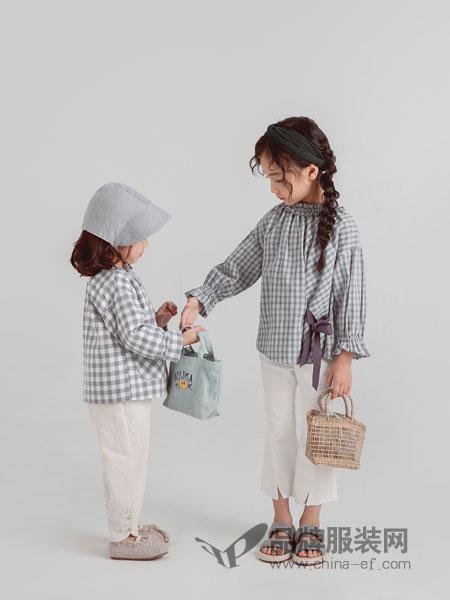 林芊美眉童装品牌2019春季新款韩版系带格子花边领娃娃衫上衣