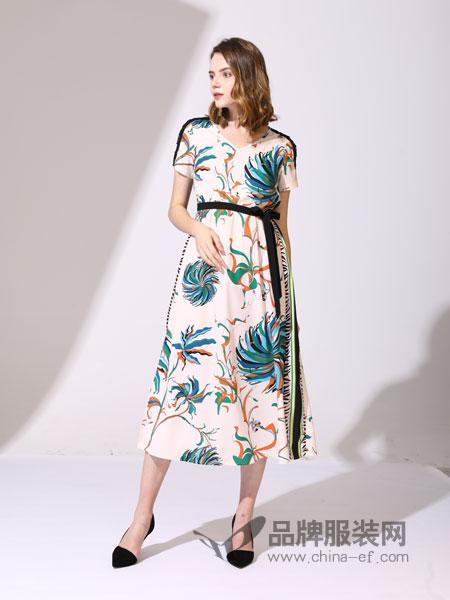真斯贝尔女装品牌2019春季新款白色印花V领修身长款真丝连衣裙