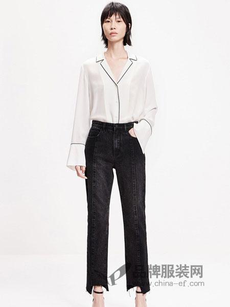 MO&Co.摩安珂女装品牌2019春季九分不规则毛边直筒牛仔裤