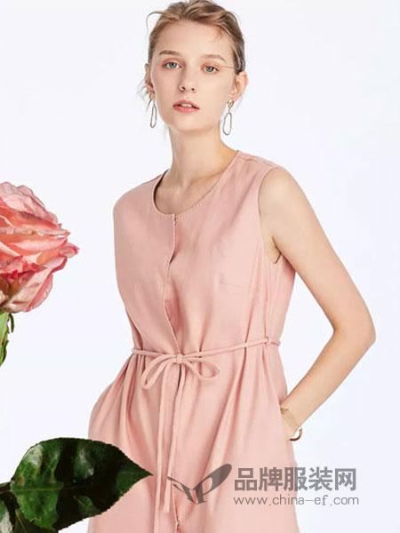 菲妮迪女装品牌2019春季粉色圆领无袖中长款连衣裙长裙