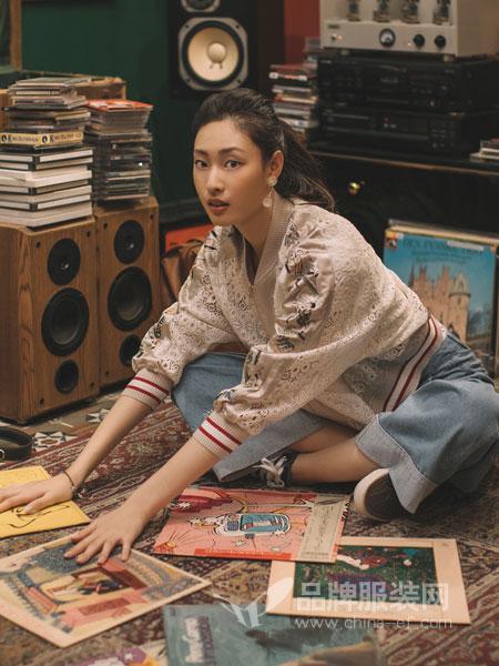 渔女装品牌2019春季新款韩版透视镂空长袖V领衬衫