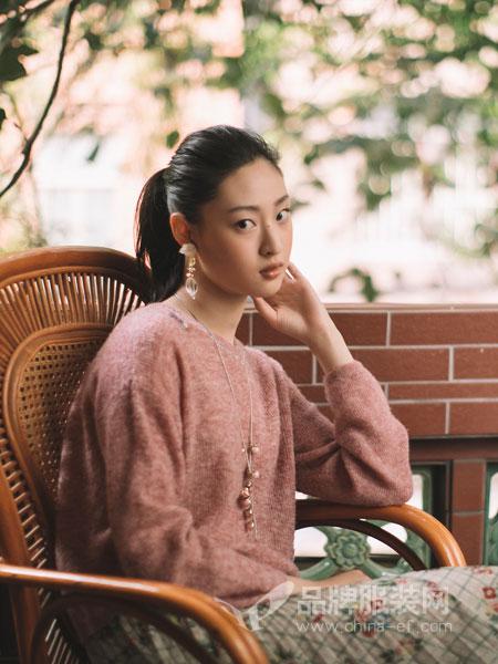 渔女装品牌2019春季宽松中长款长袖开叉连衣裙
