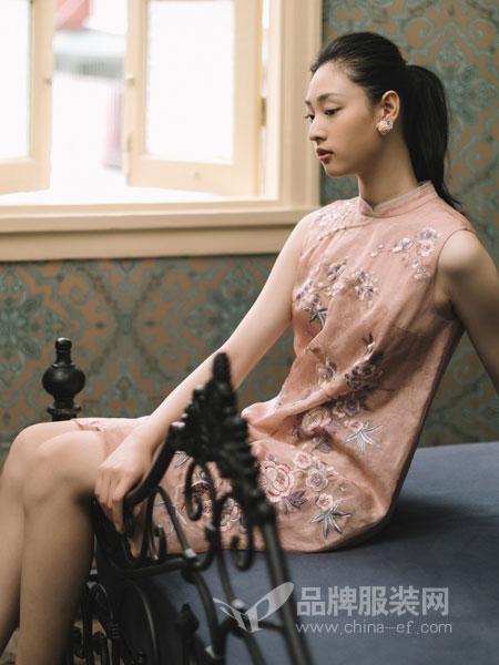 渔女装品牌2019春季花朵装饰修身显瘦无袖连衣裙