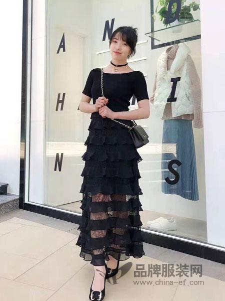 粉蓝女装品牌2019春季新款女装新款针织上衣蛋糕裙蕾丝吊带连衣裙两件套