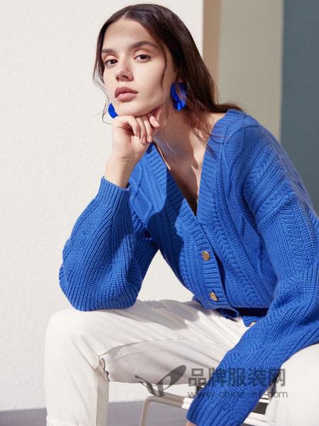 伊布都ibudu女装品牌2019春季新款百搭V领系扣纯净显瘦显白针织开衫