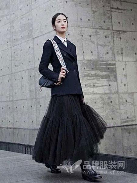 花样女装品牌2019春季修身显瘦黑色双排扣西装外套