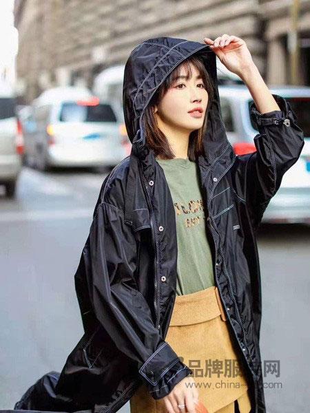 花样女装品牌2019春季新款外套流行薄气质女神休闲戴帽款