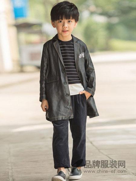 两个小朋友童装品牌外套西服童装帅气绵羊皮西装领皮上衣