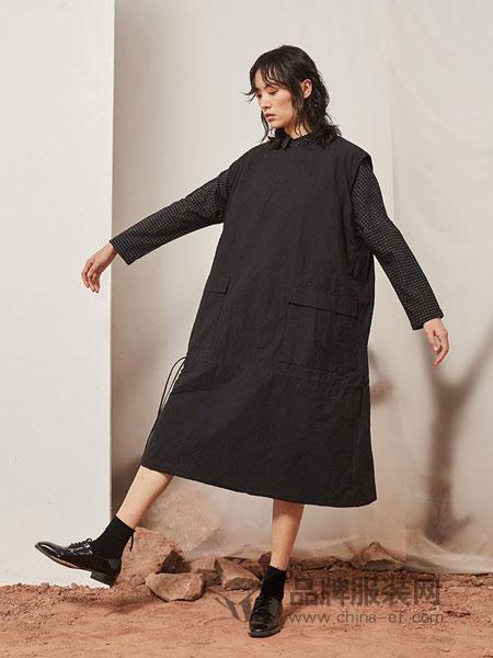 源本女装品牌2018秋冬拼接口袋中长款套头外套