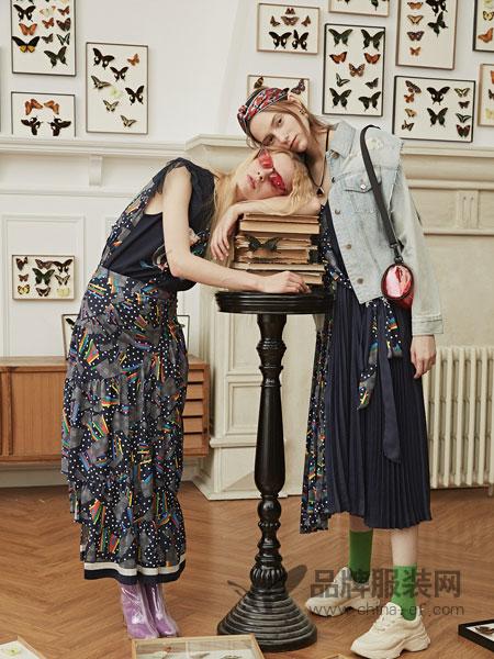 衣全球女装品牌2019春夏新款时尚花纹连衣裙女