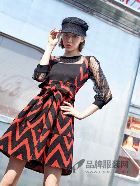 蜂后女装品牌2019春夏新款优雅知性时尚黑色格纹连衣裙