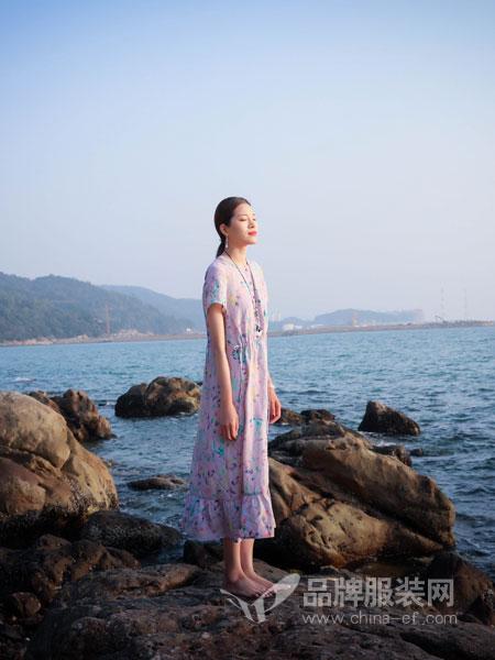 曼茜纱女装品牌2019春夏文艺复古甜美直筒长连衣裙