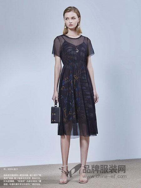 艺素女装品牌2019春夏圆领吊带可分开两件套印花连衣裙
