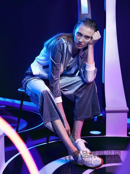 UMISKY优美世界女装品牌2019春夏新款时尚宽松休闲少女运动服两件套潮