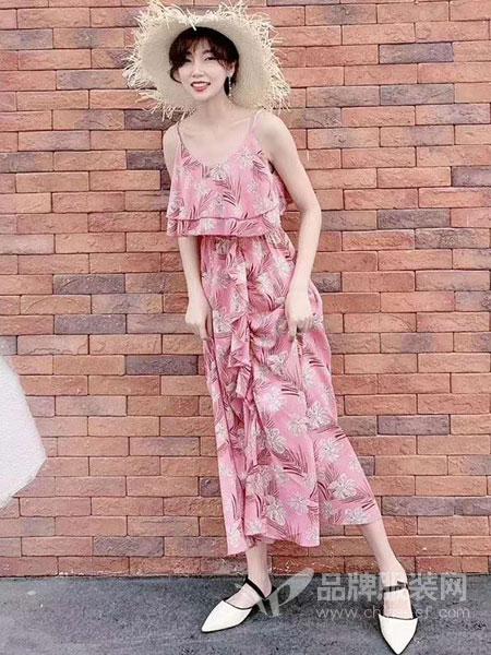 东哲女装品牌2019春季新款时尚吊带拖地长裙沙滩连衣裙