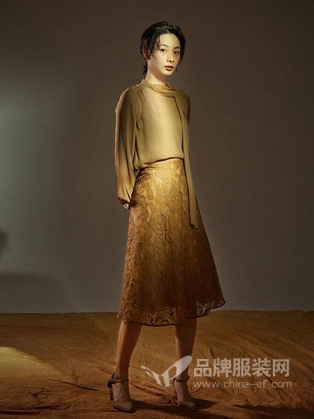 维格娜丝女装品牌新款气质淑女长袖绣花中长连衣裙