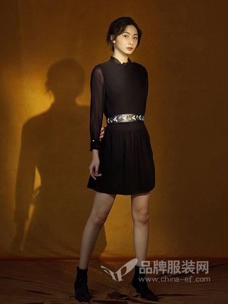 维格娜丝女装品牌新款花边立领收腰系带连衣裙