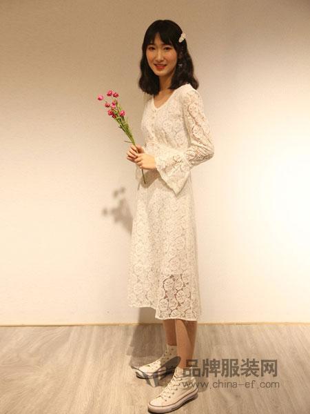 Bally巴利女装品牌2019春夏新款韩版女装v领喇叭袖蕾丝连衣裙