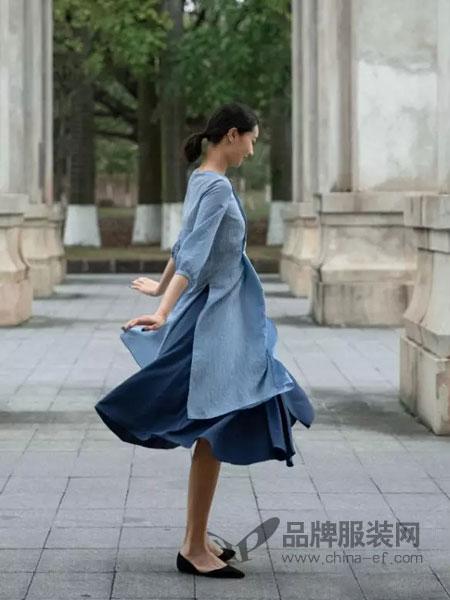 皑如女装品牌2019春夏新款宽松长袖中长款连衣裙