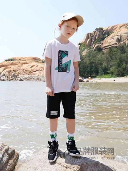 淘气贝贝/可趣可奇/艾米艾门童装品牌2019春夏时尚个性翻领细条短袖T