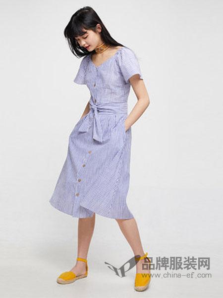 Cache-Cache捉迷藏女装品牌2019春夏新款森女显瘦纯棉条纹两件套连衣裙中长款女潮