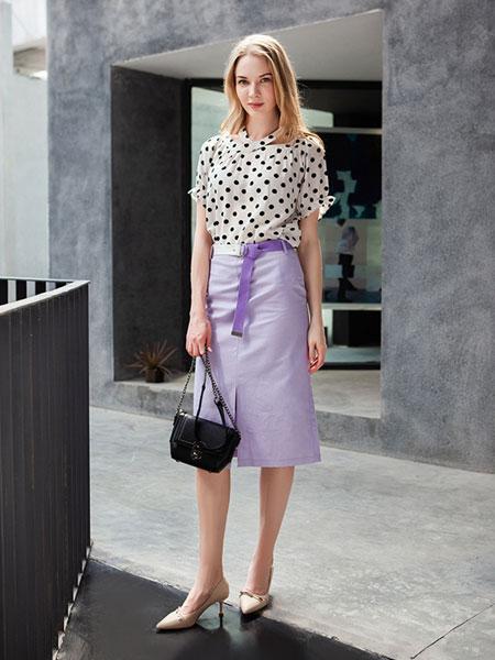 秋之恋女装品牌2019春夏短袖印花T恤+开叉半身裙时尚