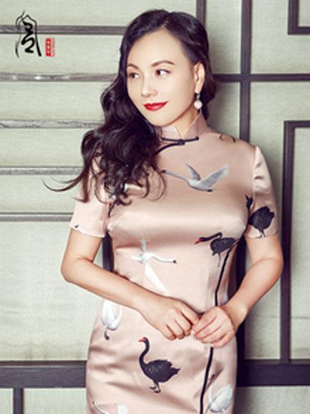 香黛宫女装品牌2019春夏新款改良中式丝绸旗袍长款修身旗袍连衣裙