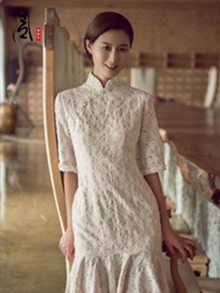香黛宫女装品牌2019春夏新款复古小立领优雅中长款蕾丝连衣裙