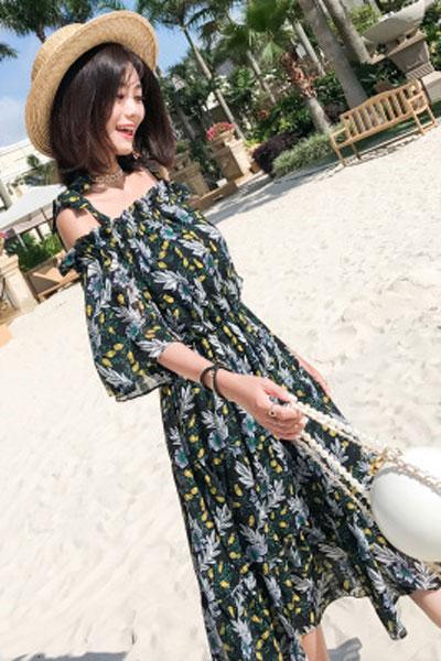 瑞尔女装品牌2019春夏新款雪纺印花一字肩度假连衣裙海边度假沙滩裙