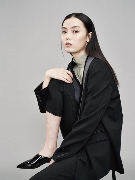 YARVE女装品牌2019春季新款女红色圆领袖口条纹纯羊毛修身针织衫