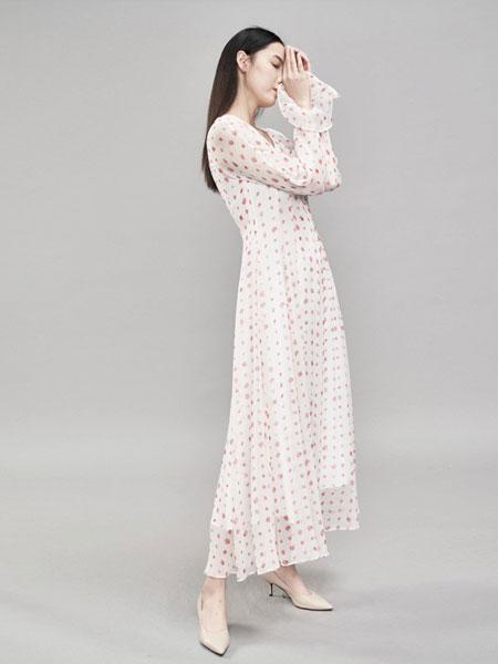 YARVE女装品牌2019春季新款很仙的法国小众碎花真丝高端V领连衣裙