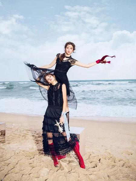 千细女装品牌2019春夏新款透视蕾丝无袖衬衫连衣裙