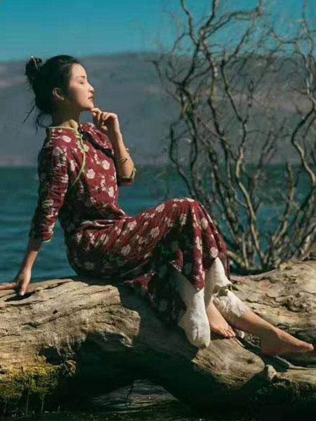 迂墨女装品牌2019春季新款复古显瘦连衣裙