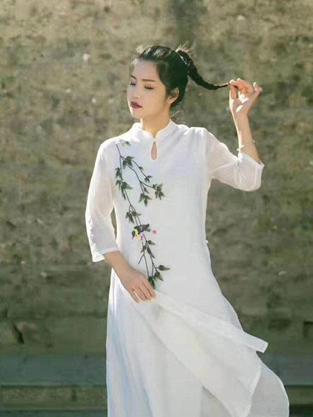 迂墨女装品牌2019春季新款白色文艺复古民族风很仙的侧开中长款禅意汉服连衣裙