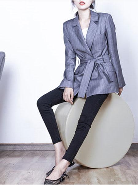 蔻贝卡女装品牌2019春季新款修身条纹时尚小香风系腰带西装外套女