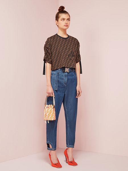 Fendi芬迪女装品牌2019春夏新款时尚印花短袖T恤