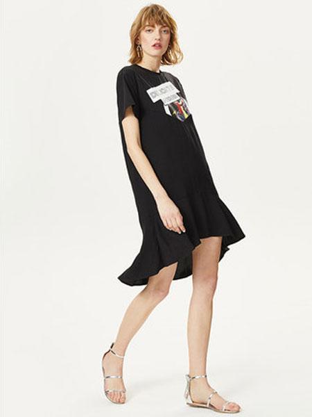 谷邦GOOBGS女装品牌2019春夏新款黑色短袖裙子圆领字母印花荷叶边不对称下摆连衣裙