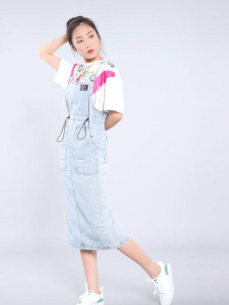 会尼女装品牌2019春夏背带牛仔浅色磨破连体洋气牛仔裙