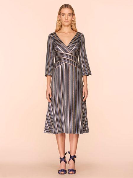 彼得·皮洛托女装品牌2019春夏新款条纹V领连衣裙