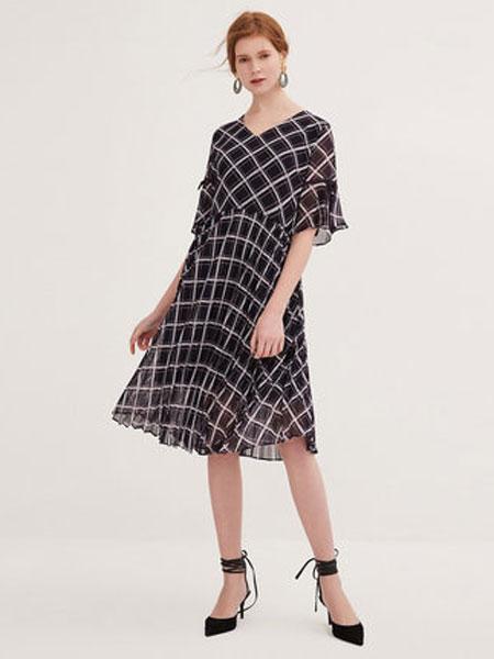 纳薇naivee女装品牌2019春夏新款气质飘逸复古几何格纹印花很仙的百褶雪纺连衣裙