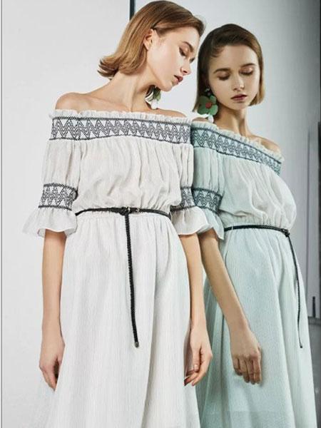 迪卡轩女装品牌2019春夏新款时尚韩版一字领露肩显瘦连衣裙