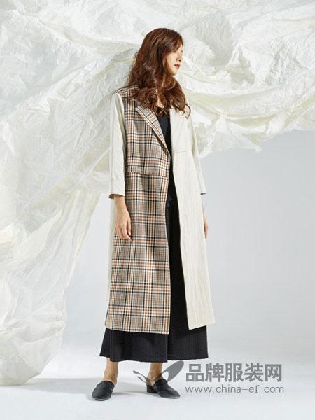 领葳女装品牌2019春季时尚T恤无袖马甲外套