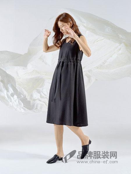 领葳女装品牌2019春季拼接设计短袖连衣裙小清新中长款裙